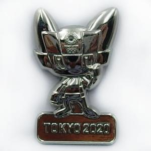 半立体ピンバッジ(東京2020オリンピックマスコット)シルバー